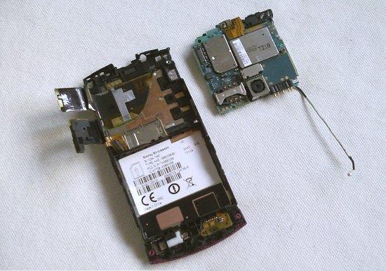 Как разобрать телефон Sony Ericsson Vivaz U5i (11)