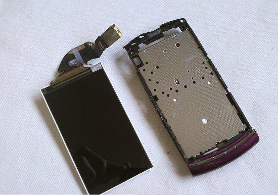 Как разобрать телефон Sony Ericsson Vivaz U5i (14)