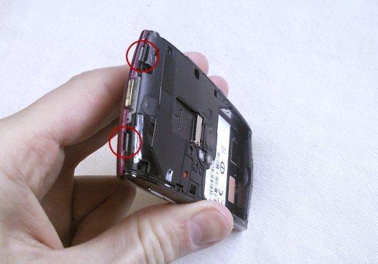 Как разобрать телефон Sony Ericsson Vivaz U5i (3)