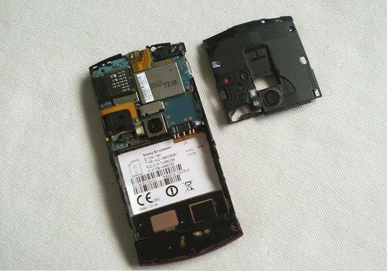 Как разобрать телефон Sony Ericsson Vivaz U5i (7)